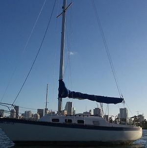 Classic Sailboat 30' photos Exterior