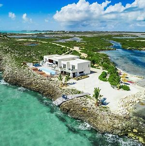 Luxury Oceanfront Villa Delivers Mind Blowing Views, Direct Access To The Ocean photos Exterior