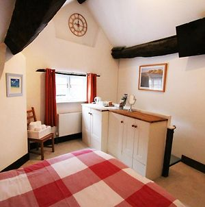 The Old Snug - King-Size Bed, En-Suite, Free Onsite Parking photos Exterior