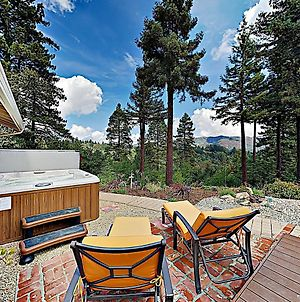 New Listing! Redwood Enchantment Withhot Tub & Views Home photos Exterior