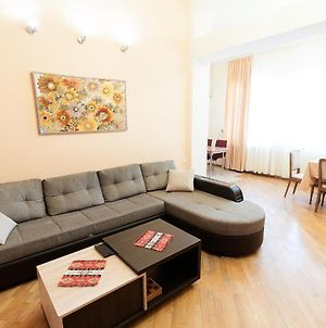 Cosy Apartment In The Center Of Yerevan photos Exterior