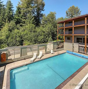 Close To Slopes + Heated Pool = Skiers Paradise photos Exterior