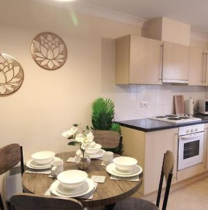 Sunnydale Serviced Apartments - Central Location, With Allocated Parking photos Exterior