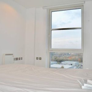 Well-Located 1 Bedroom Apartment In Manchester'S Media City photos Exterior