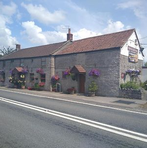 Travellers Rest. Stone.A37 photos Exterior