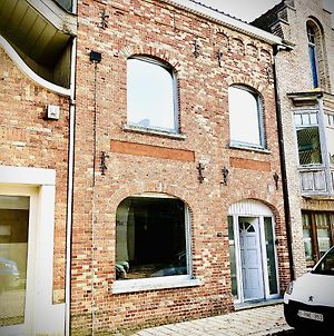 Attractive Holiday Home With Rooftop Terrace In Nieuwpoort Town Centre photos Exterior