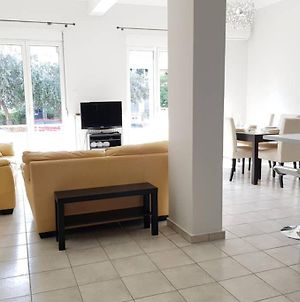 A Great Stay At A Comfortable Large Apartment photos Exterior