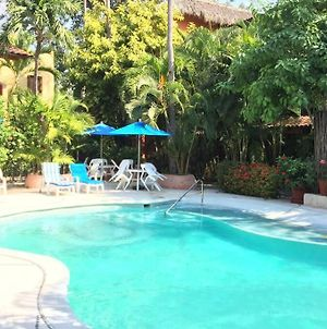 Newer & Roomy W/2 Pools. No Car Needed. Beaches, Restaurants & Shopping W/I Walking Distance. Taxis And Buses Abundant For Reasonable Price If Needed photos Exterior
