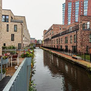 Stunning Peaceful Canal-Side Home With Free Parking photos Exterior