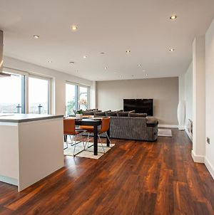 Stunning & Spacious Penthouse W/ Parking & Balcony photos Exterior