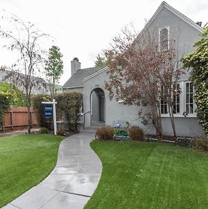 Stunning 3 Bedroom Home On Melrose photos Exterior