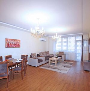 Comfort 2 Bedrooms Apartment With Balcony In New Building, Small Center, Yerevan photos Exterior