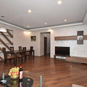 Exclusive 2 Bedrooms Large Apartment In New Building, City Center photos Exterior