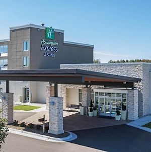 Holiday Inn Express & Suites Ludington photos Exterior