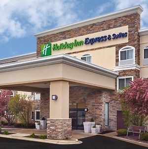 Holiday Inn Express Hotel & Suites Chicago-Libertyville photos Exterior