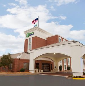 Holiday Inn Express Fredericksburg Southpoint photos Exterior