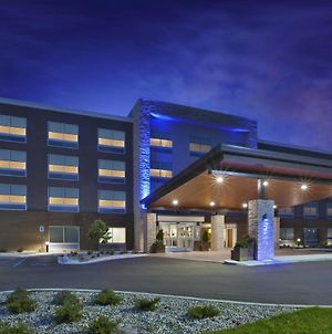 Holiday Inn Express & Suites Grand Rapids Airport North, An Ihg Hotel photos Exterior