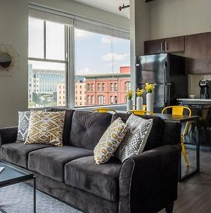 1 Bedroom And 2 Br City Apt With View By Frontdesk photos Exterior