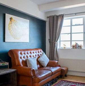 Beautifully Decorated And Quirky 1 Bed Flat In E1 photos Exterior