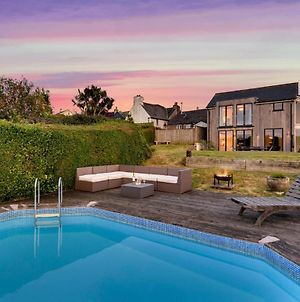 Modbury Villa Sleeps 8 With Pool photos Exterior