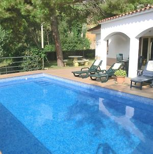 Lloret De Mar Villa Sleeps 7 With Pool And Wifi photos Exterior