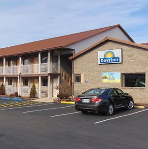 Days Inn By Wyndham Huntington photos Exterior
