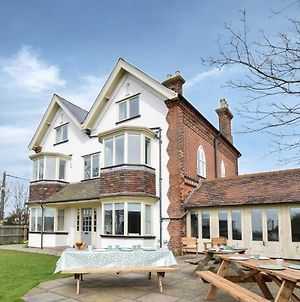 Aldeburgh Villa Sleeps 14 With Wifi photos Exterior