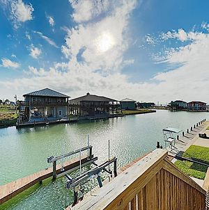 Canal-Front Getaway With Enclosed Deck & Boat Dock Home photos Exterior