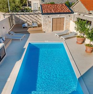 Prizba Villa Sleeps 8 With Pool Air Con And Wifi photos Exterior