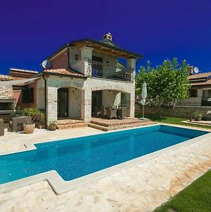 Beautiful Villa With Swimming Pool In Tar photos Exterior