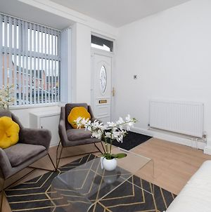 Book Today - 2 Bedroom House Available With Ajg Serviced Accommodation, Bacchus Road, Free Car Park And Wifi photos Exterior