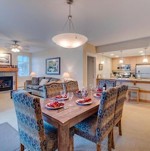 Base Village Ski In-Out Luxury Condo #3325 Huge Hot Tub & Great Views - Free Activities & Equipment Rentals Daily photos Exterior