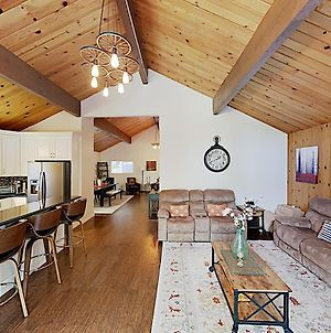 New Listing! Serene Retreat With Forest-View Decks Home photos Exterior