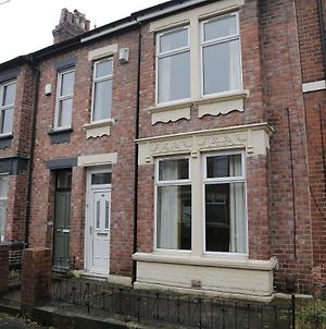 Rare Spacious Victorian House Perfect For Large Parties, Close To Everything photos Exterior