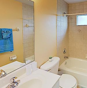 New Listing! Home With Quiet Locale & Screened Lanai Home photos Exterior