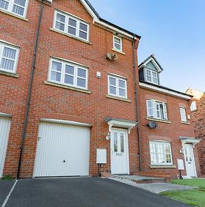 Spacious Contractor House For Large Groups - Private Parking By Liverpool Short Stay photos Exterior