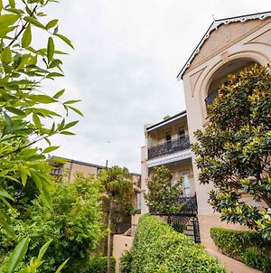 Elegantly Styled Studio In Stunning Glebe Estate photos Exterior