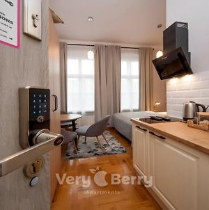 Very Berry - Glogowska 39-14 - Mtp Apartments, Check In 24H photos Exterior