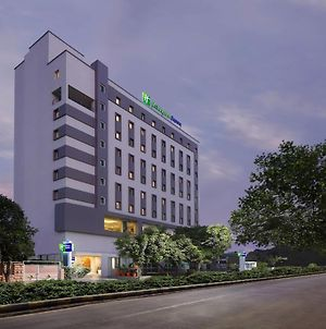 Holiday Inn Express Ahmedabad Prahlad Nagar, An Ihg Hotel photos Exterior