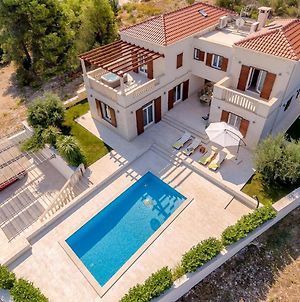 Splitska Villa Sleeps 8 With Pool Air Con And Wifi photos Exterior