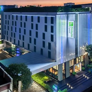 Holiday Inn Express Bangkok Soi Soonvijai, An Ihg Hotel photos Exterior