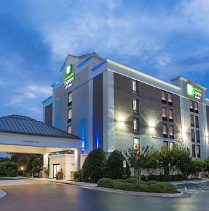 Holiday Inn Express & Suites Wilmington-University Center photos Exterior