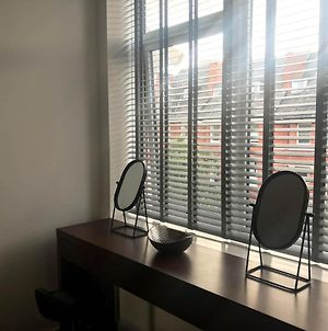 Luxury 1 Bed Apartment In City Centre With Parking photos Exterior