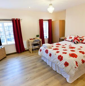 Emporium Self Catering Apartments - City Centre - Full Kitchen - Cook As You Would At Home - By Victoria Centre Shopping Centre With Private Outside Patio photos Exterior