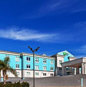 Holiday Inn Express & Suites Port Lavaca photos Exterior