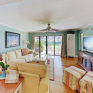 Oceanfront Community With Pool, Walk To Beach! Condo photos Exterior