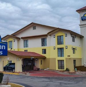 Days Inn & Suites By Wyndham Schaumburg photos Exterior