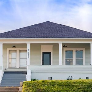 Restored 1930S Uptown Bungalow 2 Min. To Magnolia photos Exterior