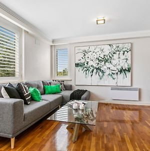 Oversized Apartment Close To City, Parks, Mcg photos Exterior