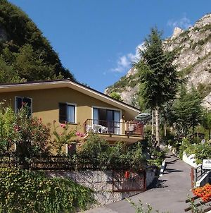 Apartments In Limone Sul Garda 22002 photos Exterior
